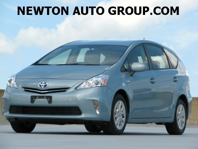 2014-Toyota-Prius-v-Three-III-Navigation-Newton--MA--Boston-JTDZN3EU0EJ008462-2154.jpeg